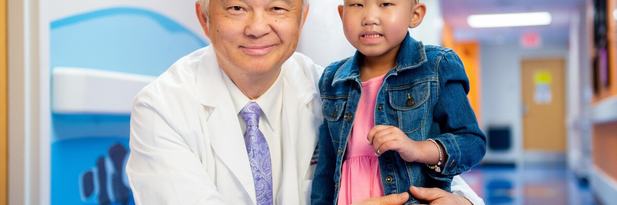 00206387-018, 05-10-19, children with doctors, location portraits, two-shot, corridor background, bald, Asian, female, girl, (LR) Ching-Hon Pui MD, Maelin-Kate Ellen Carlson,(Liaison approval not granted),